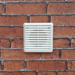 LOUVRED GRILLE 125MM SPIGOT - WHITE